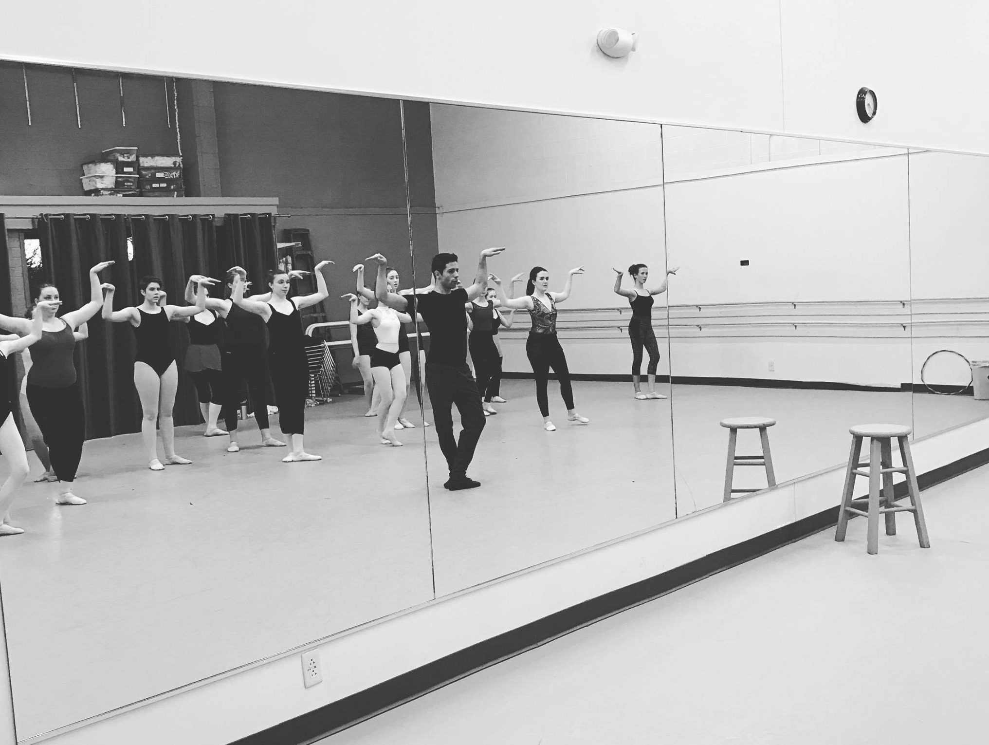 teens in dance class